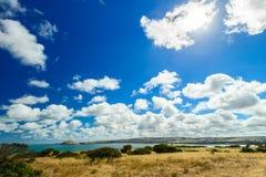 Victor Harbor sikt med den dramatiska moln och solen Royaltyfri Bild