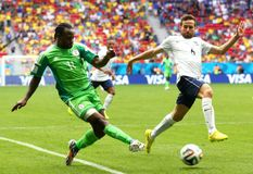 Victor Moses and Yohan Cabaye Coupe du monde 2014 Royalty Free Stock Photos