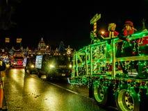 VICTORIA BC, KANADA - 12. DEZEMBER 2017: LKW-helle Parade Stockfotos