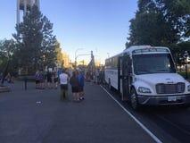 Victoria, Canada - 5 août 2016 : Un groupe de personnes l'attente dans t photos libres de droits