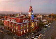 Victoria City Hall på natten Royaltyfri Fotografi