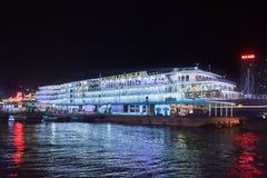 Victoria Cruise-schip bij nacht, Chongqing, China wordt vastgelegd dat royalty-vrije stock foto's