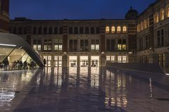 Victoria en Albert Museum van Tentoonstellingsweg, Zuiden Kensington, Londen, Engeland, het UK stock afbeeldingen