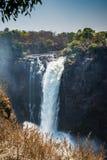 Victoria Falls en un día soleado en Zimbabwe Imagenes de archivo