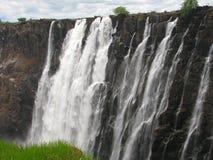 Victoria Falls majestoso no rio de Zambezi foto de stock royalty free