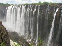 Victoria Falls majestoso no rio de Zambezi fotografia de stock royalty free