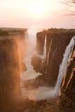 Victoria Falls am Sonnenuntergang lizenzfreies stockbild