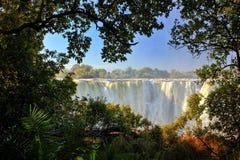 Victoria Falls, Wasserfall im südlichen Afrika auf dem Sambesi an der Grenze zwischen Sambia und Simbabwe Landschaft in Afrika stockfotografie