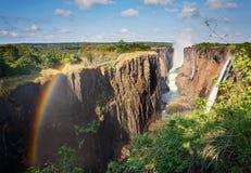 Victoria Falls, Zambia och regnbåge Arkivfoto