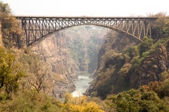 Victoria- Fallsbrücke Afrika stockfotografie
