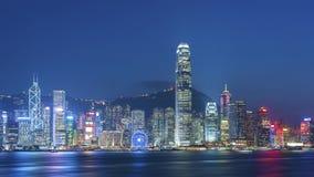 Victoria Harbor av den Hong Kong staden på skymning Arkivbild