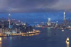 Victoria Harbor av Hong Kong på natten Fotografering för Bildbyråer