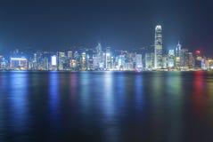 Victoria Harbor de Hong Kong City en la noche Foto de archivo libre de regalías