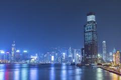 Victoria Harbor di Hong Kong City alla notte Fotografia Stock