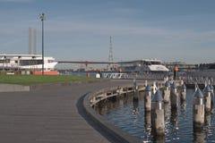 Victoria Harbor en promenade royalty-vrije stock afbeelding