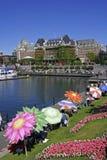 Victoria Harbor und berühmtes Kaiserin-Hotel stockfotografie