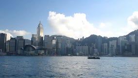 Victoria Harbour med den commerical mitten i Hong Kong lager videofilmer