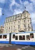 Victoria Hotel met een tram in voorzijde, Amsterdam, Nederland Stock Foto's