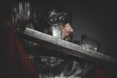 Victoria, legionario romano pretoriano y capa, armadura y swo rojos Fotos de archivo libres de regalías