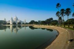 Victoria Memorial, Kolkata, Inde - réflexion sur l'eau. Photographie stock libre de droits