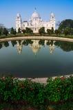 Victoria Memorial, Kolkata, Inde - réflexion sur l'eau. Image stock