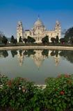 Victoria Memorial, Kolkata, India - bezinning over water. Royalty-vrije Stock Foto
