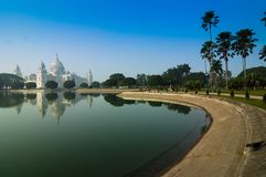 Victoria Memorial, Kolkata, India - bezinning over water. Royalty-vrije Stock Fotografie