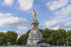 Victoria Memorial London Storbritannien royaltyfria bilder