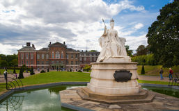 Victoria Memorial nel giardino di Kensington Immagini Stock