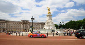 Victoria Memorial and police car Royalty Free Stock Photography