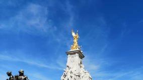 Victoria Memorial Sculpture framme av Buckingham lager videofilmer