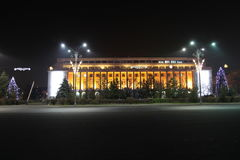 Victoria Palace di notte Fotografie Stock Libere da Diritti