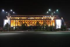 Victoria Palace vid natt Arkivfoto