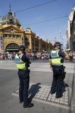 Victoria Police Constable die veiligheid verstrekken tijdens de Dagparade van Australië in Melbourne stock foto