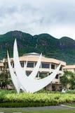 VICTORIA, SEYCHELLES - 9 DE MAYO DE 2013: Isla y capital Victoria de Seychelles Símbolo de la ciudad por el camino local Imagen de archivo