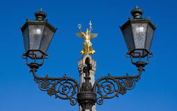 Victoria statue with street light Stock Images