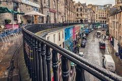 Victoria Street en Edimburgo foto de archivo