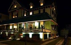 Victoriaans Huis bij Nacht Stock Foto