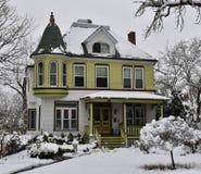 Victoriaans Huis in Sneeuw Royalty-vrije Stock Foto
