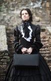 Victoriaanse dame in zwarte stock afbeeldingen