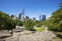 Victoriaanse Tuinen met de wolkenkrabbers van Central Parkzuiden stock afbeelding