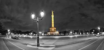Victory Column in Berlijn, Duitsland, 's nachts stock foto's