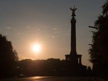 Victory Column en Berlín por la mañana Fotos de archivo libres de regalías