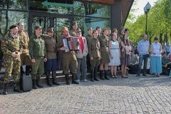 Victory Day, danser och sånger i Park kan ledare 9 Arkivfoto