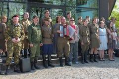 Victory Day, danser och sånger i Park kan ledare 9 Royaltyfri Bild