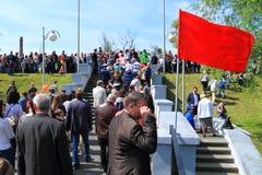 Victory Day - de mensen gaan naar Overwinningspark stock fotografie