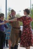Victory Day som dansar i parkera kan ledare på 9 Royaltyfria Bilder