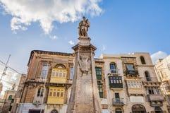 Victory Monument en el cuadrado de Vittoriosa en Birgu, Malta Imagen de archivo libre de regalías