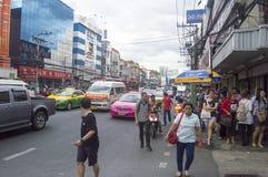 Victory Monument gatasikt i Thailand royaltyfria bilder