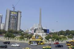Victory Monument gatasikt i Thailand royaltyfria foton